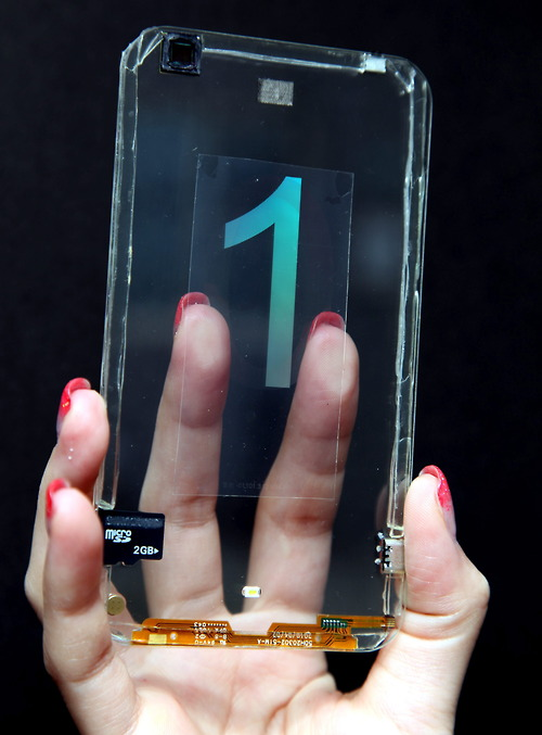 HTC one - PROTOTIPO DE UN TELÉFONO MÓVIL TRANSPARENTE DE POLYTRON